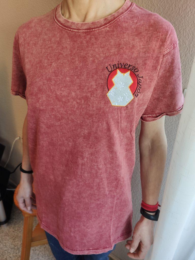 Camiseta Unisex manga corta denim Universo Japón rojo modelo mujer