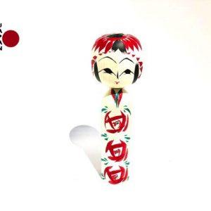 Muñeca Kokeshi Botan Gara importada desde Japón