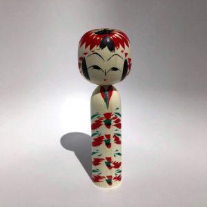 Muñeca Kokeshi Kasane Giku importada desde Japón